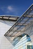 Front des High-Techen Artgebäudes Stockbild