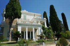 Front des Palastes Achilleon Stockbild