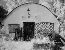 Front des Untertageweinkellers Stockbild