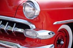 Front Detail av den amerikanska klassiska bilen royaltyfri bild