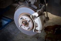 Front Disk bromsenhet på en bil Arkivfoton