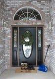 Front Door com botas e pá da neve Foto de Stock Royalty Free