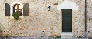 Front Door des historischen Hauses stockbild