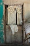 Front Door med gardinen i lantliga Honduras Arkivbilder