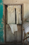 Front Door mit Vorhang in ländlichem Honduras Stockbilder