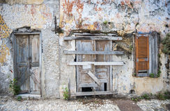 Front eines verlassenen Hauses Rhodos, Griechenland Lizenzfreie Stockfotografie