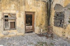 Front eines verlassenen Hauses Rhodos, Griechenland Stockfotos