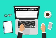Front End Development, application Web, site Web créant le concept Promoteur fonctionnant à un ordinateur portable Style et griff Photographie stock libre de droits