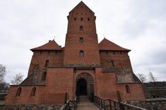 Front Entrance de château médiéval de Trakai, Lithuanie Photographie stock libre de droits