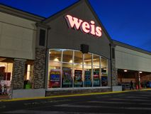 Front entrance of Weis Markets royalty free stock photography