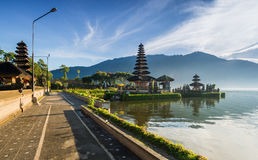 Front footpath of Pura Ulun Danu temple Royalty Free Stock Photography