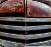 Front Grill di vecchio camion chevy con patina ed il carattere fotografie stock