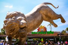 Free Front Of San Diego Zoo And New Statue Stock Images - 114568934