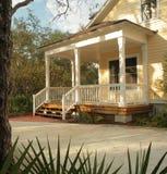 Front Porch da casa amarela foto de stock