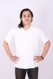 Front View Blank White T-tröja på asiatisk manlig modell Royaltyfri Bild