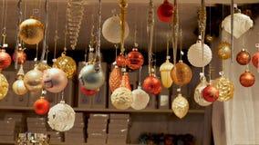 Front View Christmas Decorations på den tyska marknaden royaltyfri foto
