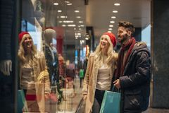 Couple Window Shopping Together Royalty Free Stock Photos
