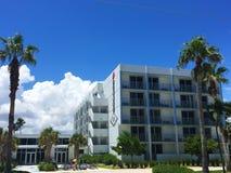 Front View do hotel do mergulho em Lauderdale pela praia imagens de stock royalty free