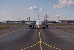 Free Front View Of A Passenger Plane On The Airport Runway Royalty Free Stock Photos - 129098138