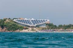 Front View van Samae-Strand in Ko-Lan dichtbij Pattaya-Stad met Sting Stock Foto
