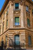 Front von Häusern in der Mittelmeerart lizenzfreies stockbild