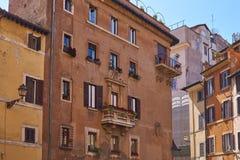 Front von Häusern in der Mittelmeerart lizenzfreie stockbilder