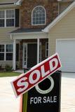 front w domu nowy znak sprzedane Obraz Stock