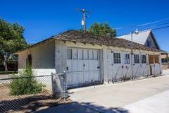 Front Of Weathered Garage With ha imbarcato su Windows fotografia stock libera da diritti