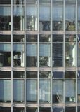 Frontaal transparant wolkenkrabberdetail Stock Afbeeldingen