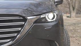Frontabschluß Mazdas cx-9 oben stock video footage
