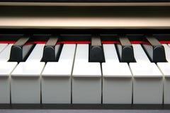 Frontal do teclado de piano fotos de stock