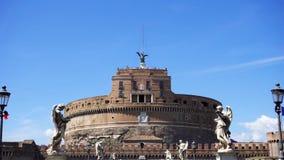 Frontal sikt av den medeltida slotten från den Sant `-Angelo bron Fästning för Castello St Angelo i Rome, Italien lager videofilmer