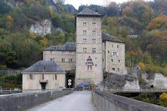 Frontal sikt av fästningen för St Maurice History, Schweiz royaltyfri bild