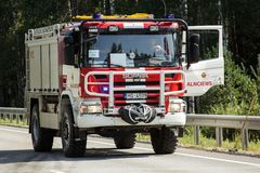 frontale botsing van Volvo en vrachtwagen met tanker voor vervoer van benzine , in Letland op de A9 weg, 17 Augustus, 2018 royalty-vrije stock foto's