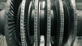 Frontaler Schuss der balancierenden Dampfturbine stock video