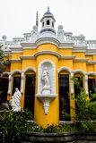 frontaler Schuss des großen Hauses in San- Lucastoliman Guatemala lizenzfreie stockbilder