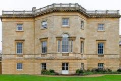 Frontales Bild eines herrschaftlichen Anwesens in Großbritannien lizenzfreie stockfotos