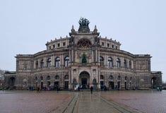 Frontansicht des Opernhauses in Dresden Stockbilder