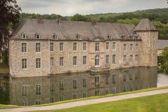 Frontansicht des Schlosses von Annevoie lizenzfreie stockfotografie