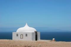 Fronte bianco della casa al mare Fotografie Stock Libere da Diritti