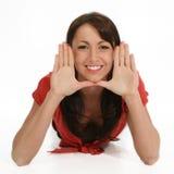 Fronte d'inquadramento della bella donna con le mani Immagini Stock