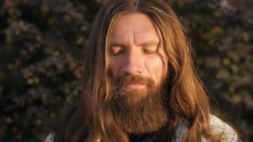 Fronte degli Yogi nella meditazione video d archivio