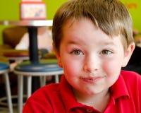 Fronte del ragazzo coperto di cioccolato da yogurt Immagine Stock Libera da Diritti