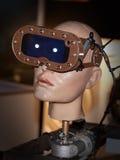 Fronte del robot con gli occhiali di protezione per gli occhi Fotografie Stock