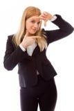 Fronte dell'inquadratura della donna di affari con le dita fotografie stock