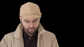 Fronte dell'uomo bello facendo uso di una compressa digitale, alfa canale archivi video