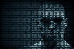 Fronte dell'uomo mescolato con le cifre di codice binario Concetto del pirata informatico, della protezione dei dati ecc Immagine Stock