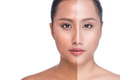 Fronte della donna con la mezza pelle di abbronzatura isolata su fondo bianco Fotografie Stock