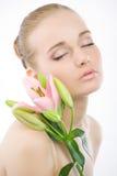 Fronte della donna con un fiore dentellare. Fotografia Stock