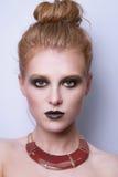 Fronte della donna del modello di moda di bellezza immagini stock